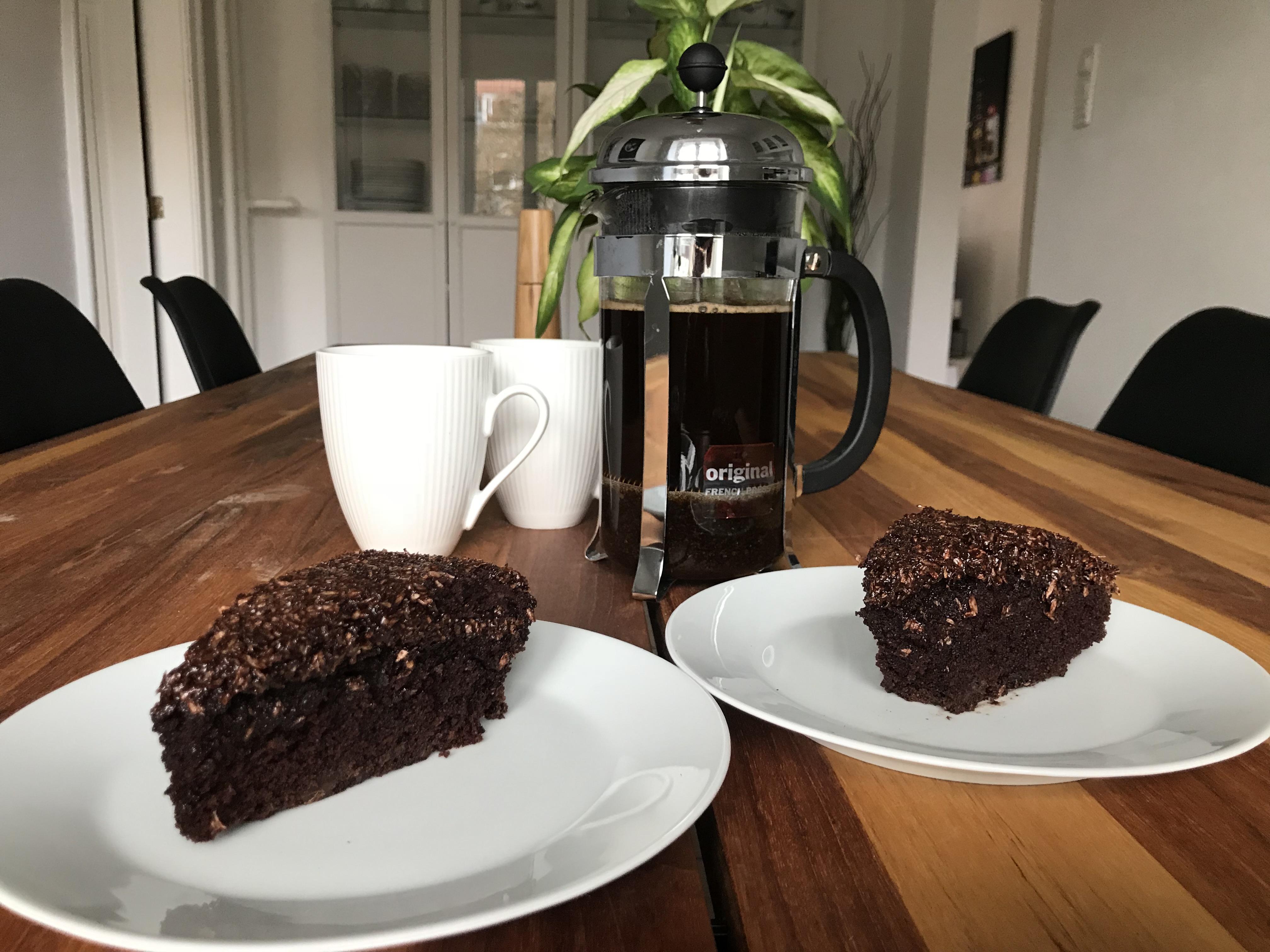 Chokoladekage med kakao-kaffe-kokosglasur