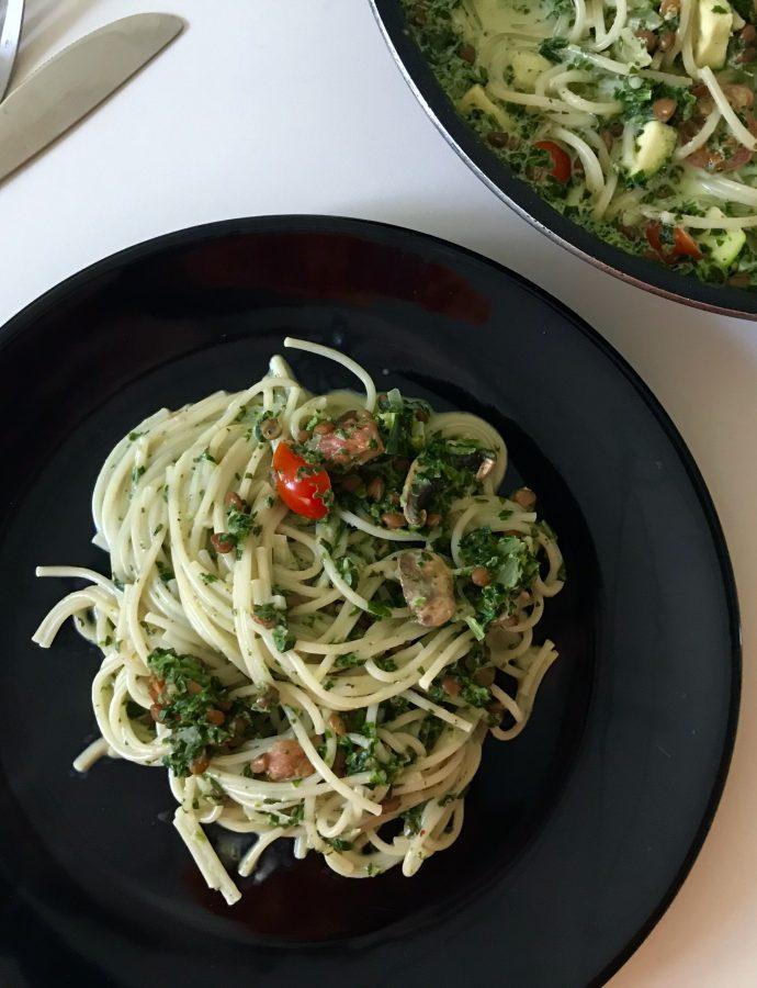 Pasta i spinatflødesovs med linser