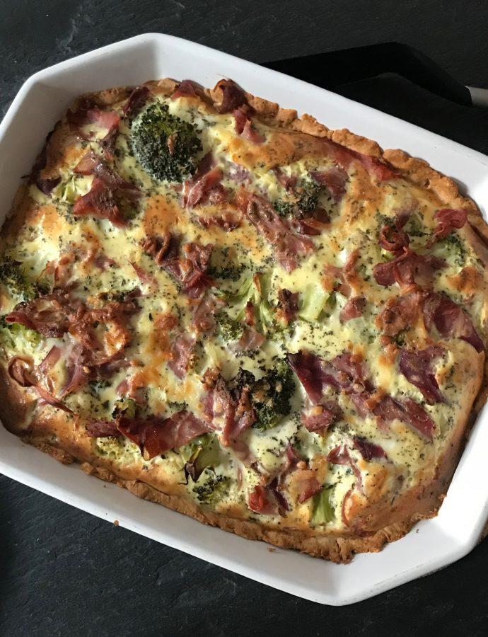 Tærte med parmaskinke og broccoli