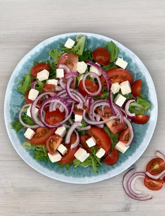 Simpel tomatsalat med fetaost