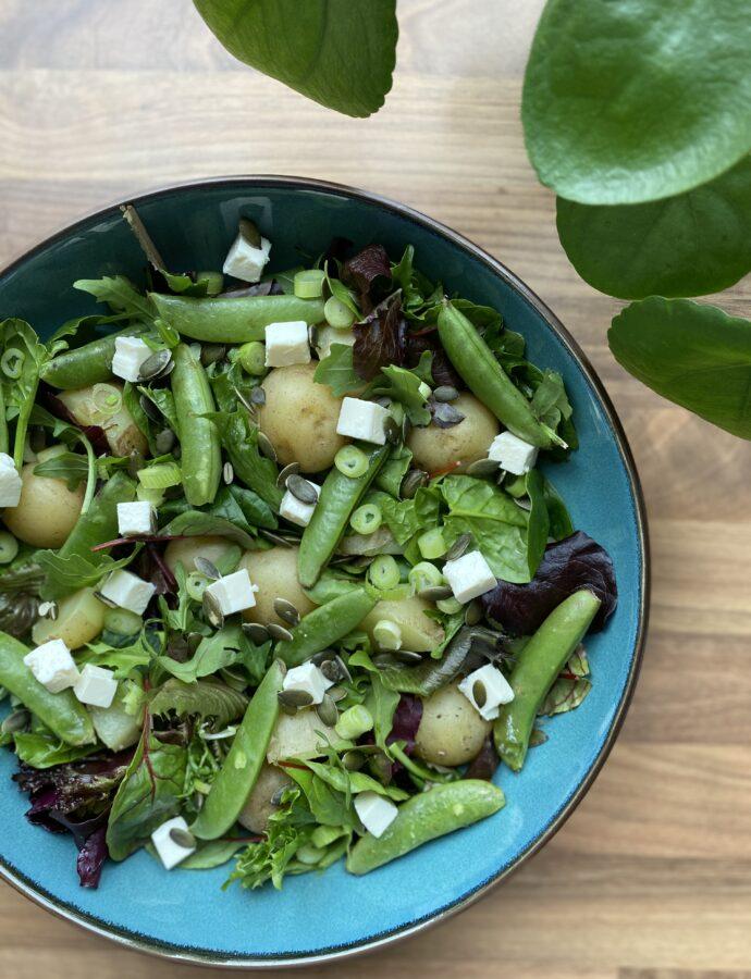 Frisk kartoffelsalat med salatost