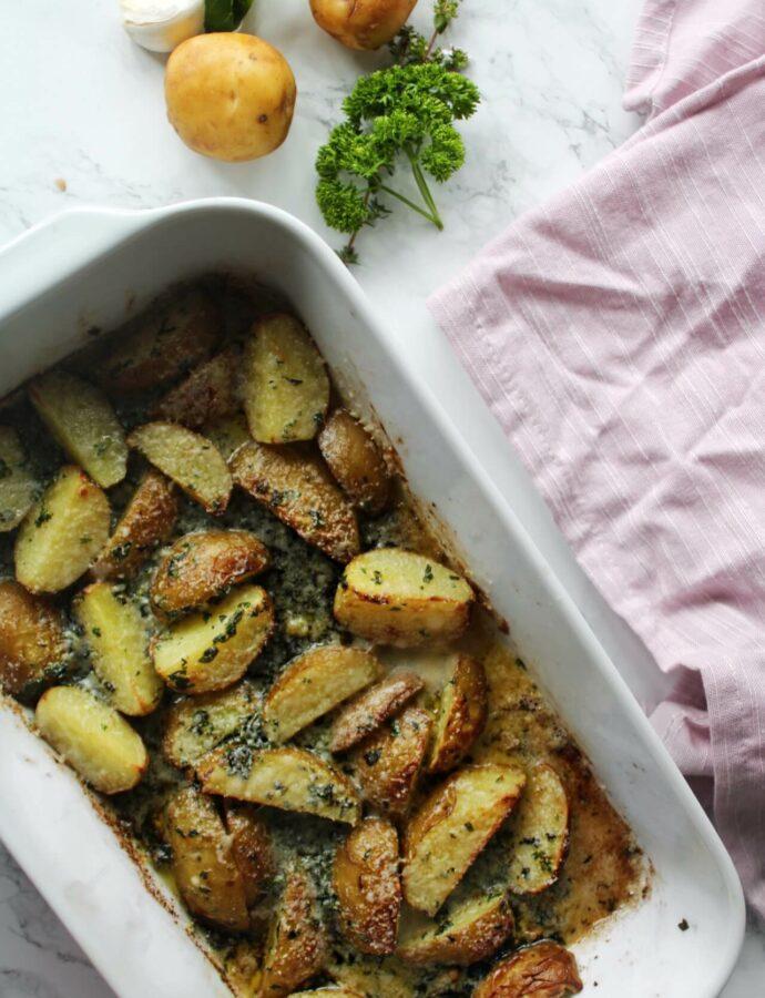 Ovnkartofler med krydderurter og parmesan